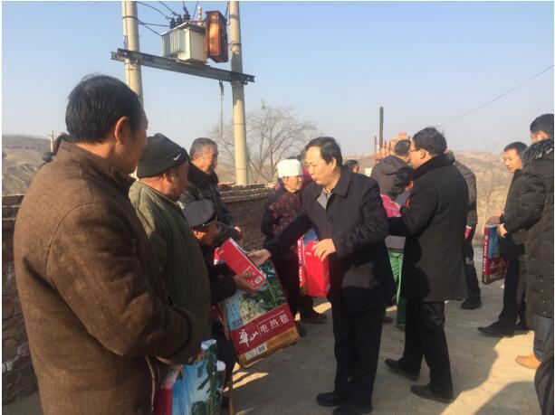 西安培华学院赴榆林子洲开展扶贫年终慰问活动
