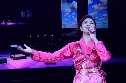 降央卓玛的《天边》《西海情歌》更是用独特的女中音让西安的听众们
