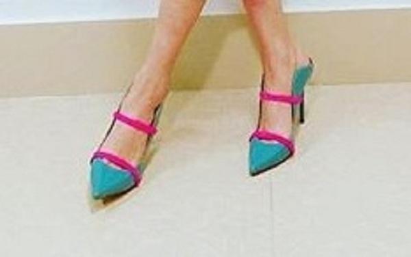 容祖儿蝴蝶裙可爱吸睛 没想到这鞋子竟3万元