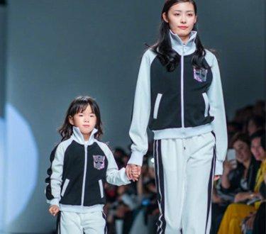 黄奕晒女儿走秀照 5岁的铛铛在T台上模特范十足