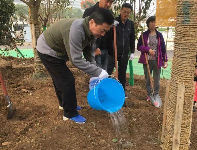 高新区开展秋季植树增绿活动