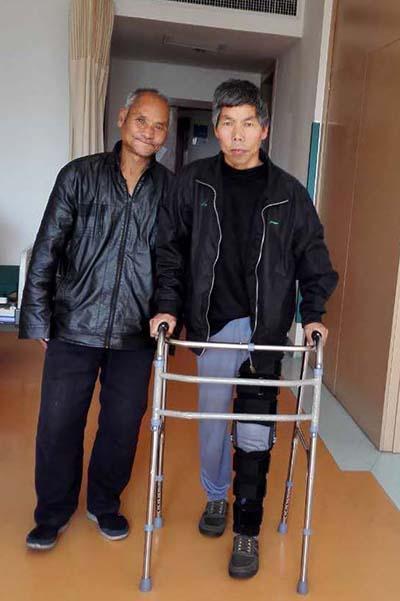 53岁男子疼痛30年 医疗救助帮他挺直10年弯腿