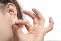 女人喜欢摸男人耳垂