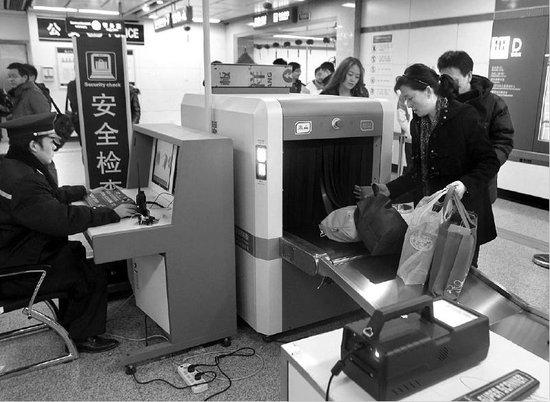 西安地铁2月8日开始逐步安检 小别针也能发现