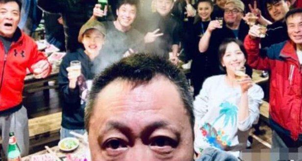 佟丽娅带儿子与剧组共度元宵节 陈思诚未现身
