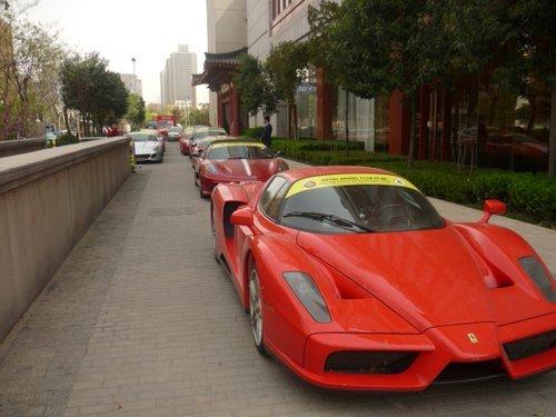 顶级法拉利豪车团低调现西安 总价近2亿