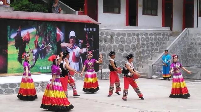 红瓦白墙、木竹阁楼 陕西竟然有这样的民族风情地