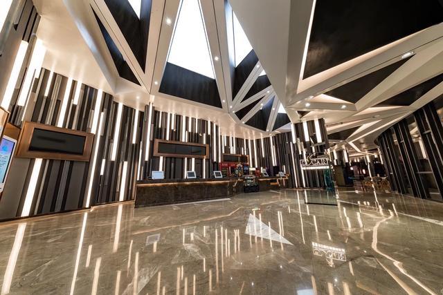 携手中国巨幕,奥斯卡电影院线发力影院建设