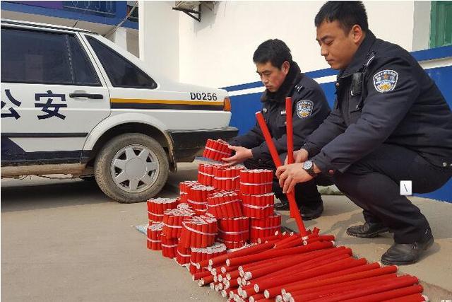 咸阳68岁老人私自在家中自制鞭炮 被警方查获