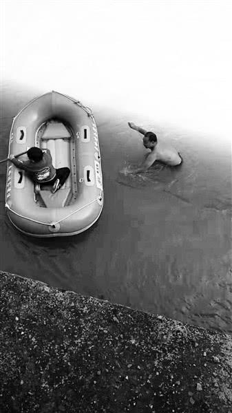 石泉兄弟俩国道旁听见呼救 跳下水库勇救落水者