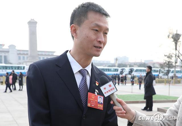 """徐立平:政府主导+校企合作 培养""""大国工匠"""""""