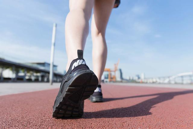 不跑步伤身跑错了伤膝 如何健康跑步?