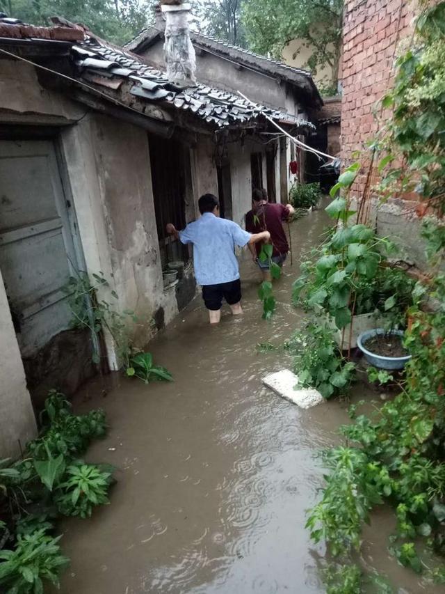 印台分局焦坪全体民警逆水而行 转移受灾群众70余人