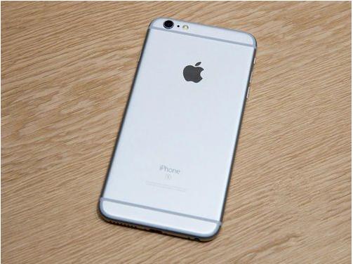 编辑点评:iPhone 6s系列拥有金、太空灰、玫瑰金、白色四种颜色,玫瑰金是本次新增配色,以吸引女性用户,新版iPhone均采用视网膜屏。为了彻底杜绝机身弯曲,它们换上了7000系列合金,硬度比上一代至少增加2倍。值得一提的是,新iPhone屏幕外层覆盖的玻璃为Ion-X材质(不是蓝宝石),苹果宣称业界强度最高。   苹果系列国行价格: 苹果6 国行16G 3750元 国行64G 4299元 (三网4G不分颜色) 苹果6P 国行16G 4299元 国行64G 5099元 (三网4G不分颜色) 6S