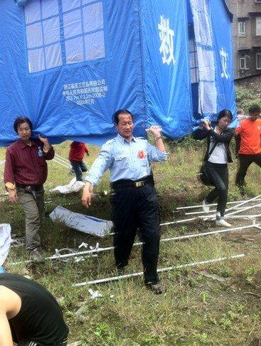 志愿者王宏强的雅安七日 要到最需要的地方去
