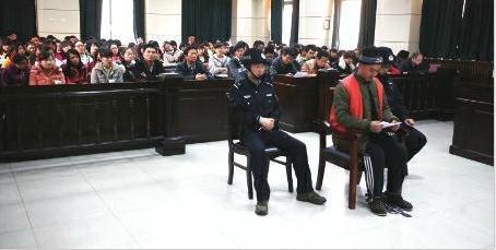 男子借口帮学生找工作诈骗百万元 被判刑12年