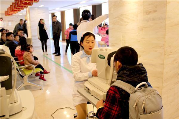近视防控:国际角膜塑形镜研讨会在西安召开