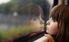八岁男童被逼吃下放大镜 时隔两天被取除