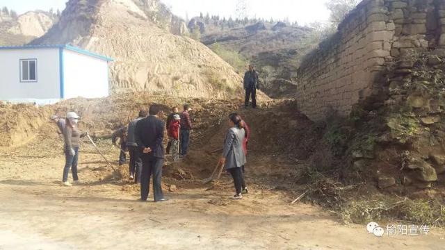 榆阳鱼河峁镇对重点区域开展道路环境集中整治