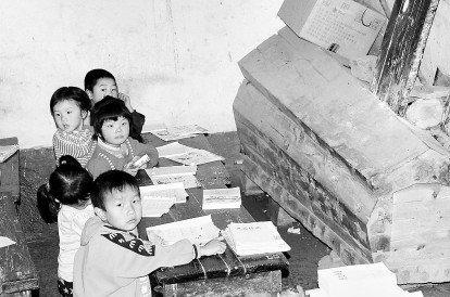 山阳一棺材拆旧开头没钱建29个娃小学做伴小学的告别校舍图片
