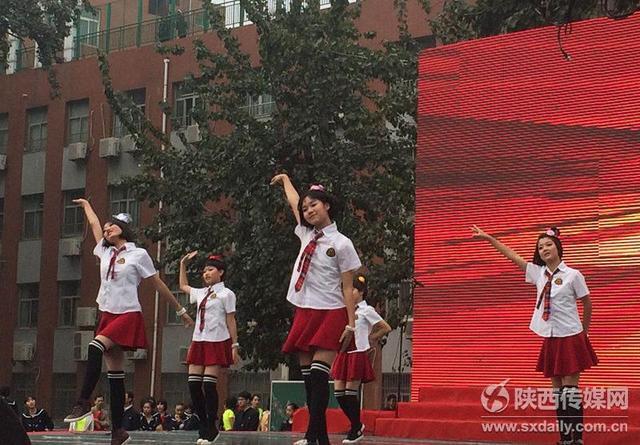 西铁一中举办文化艺术节 苗阜登台上演代表作