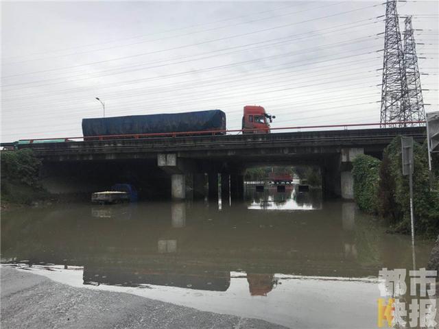 雨天乘风破浪堵车又堵心 西安这些路段又淹了