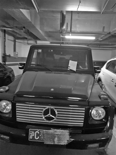 """快三高频彩是什么意思_""""吃灰""""的奔驰上有张纸条:豪车不开借给我"""