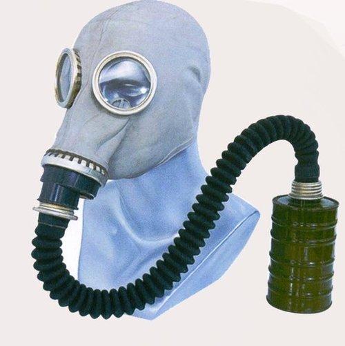 沈阳医大二院医生戴防毒面罩为艾滋病人做手术