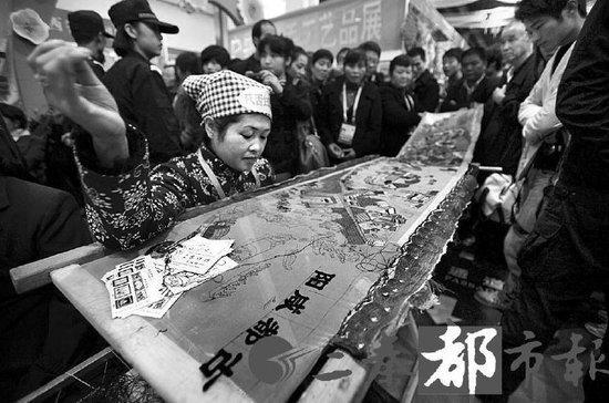 """杨凌农高会昨隆重开幕 """"天价南瓜""""卖出1.8万"""