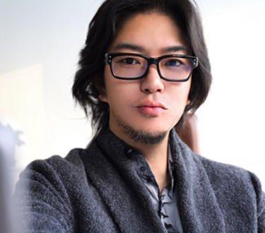 高晓松被网友P成帅哥 他还用美照当了头像