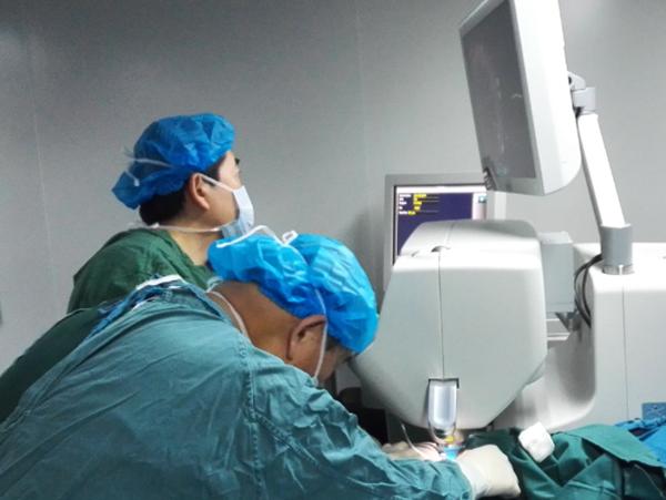 近视手术被拒 爱尔焕晶白内障术助女子恢复视觉