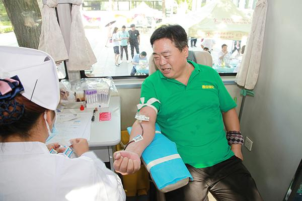 好样的!一天他们共献血53800毫升
