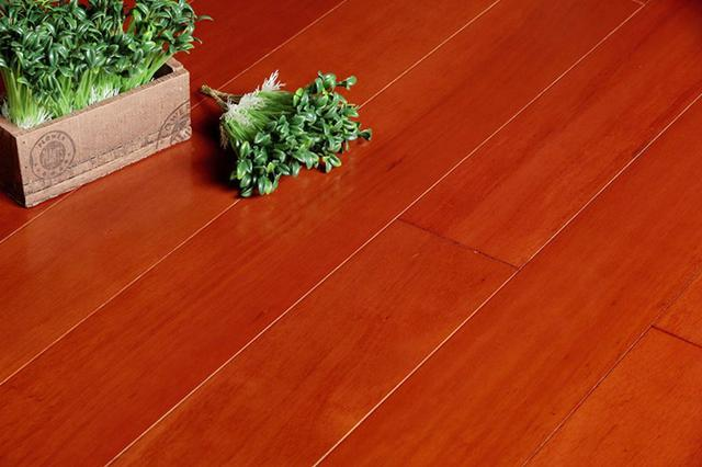 夏季实木地板需谨慎保养