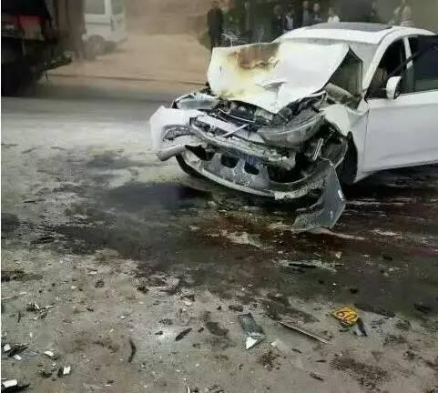 渭南一班车与轿车迎面相撞 目前已造成2死5伤