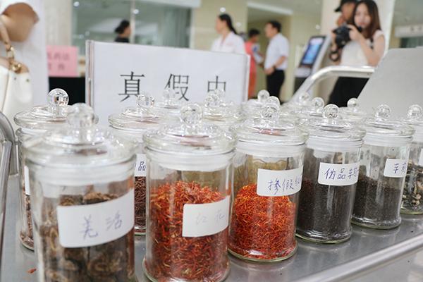 市中医院开展中医药法宣传活动 弘扬中医文化