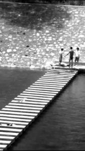 商洛一男子滑入深水区溺水 过路热心男子救起