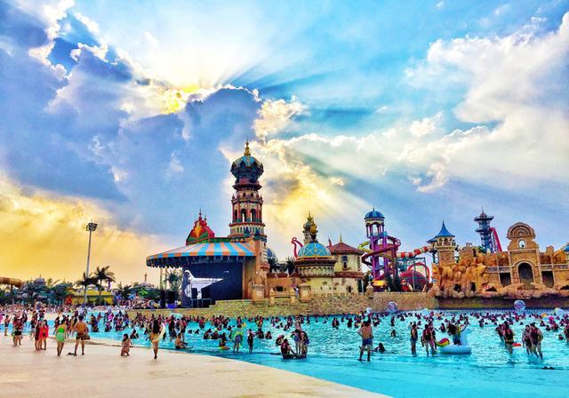 西安乐华城温泉乐园带你开启夏日玩水新模式