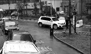 安康市财政局一名科长驾车从背后撞小区保安