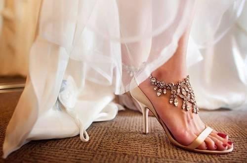 白色婚纱搭配怎样新娘鞋