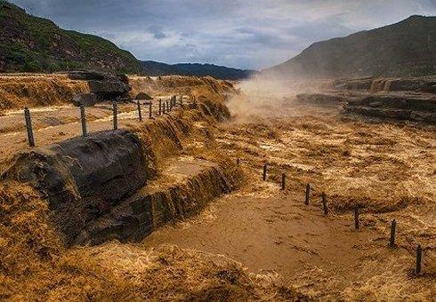 关注母亲河 延安壶口瀑布壮丽侧瀑景观