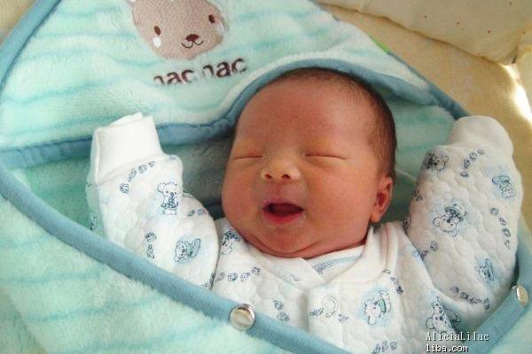 母爱的纪念 曲江妇产迎来第1000个海豚小公主