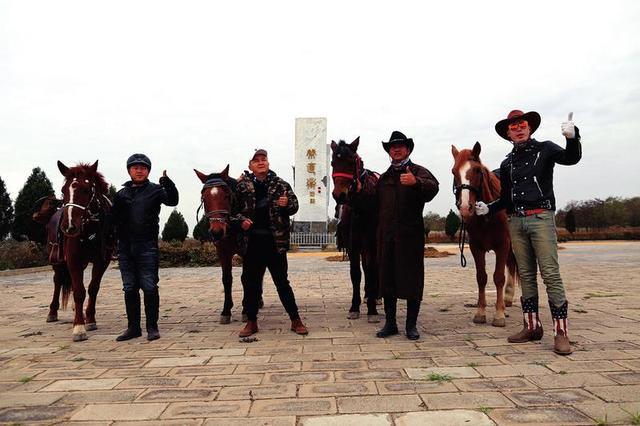 四名男子从淳化出发 骑马穿越秦直道