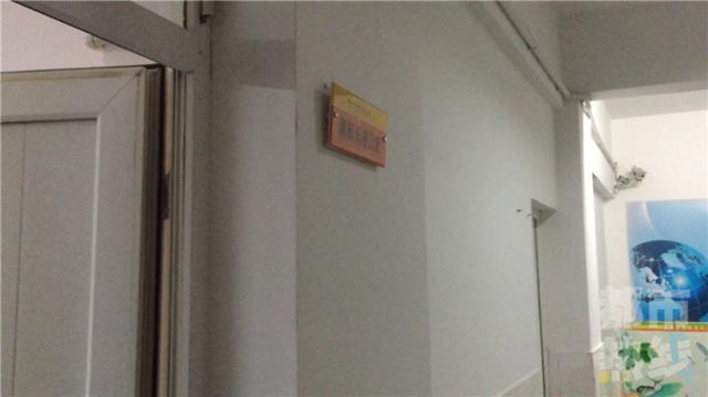 小学生忘带试卷被罚跪 校方:将处罚涉事老师
