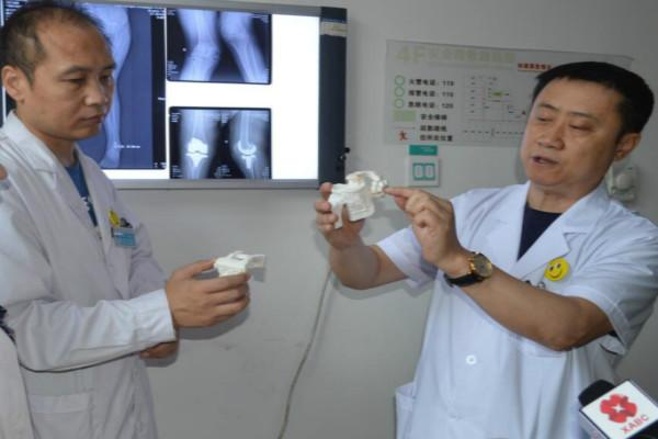 双腿畸形30年  3D技术精准治疗