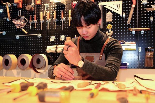90后大学生放弃留学当木匠传统文化不该丢
