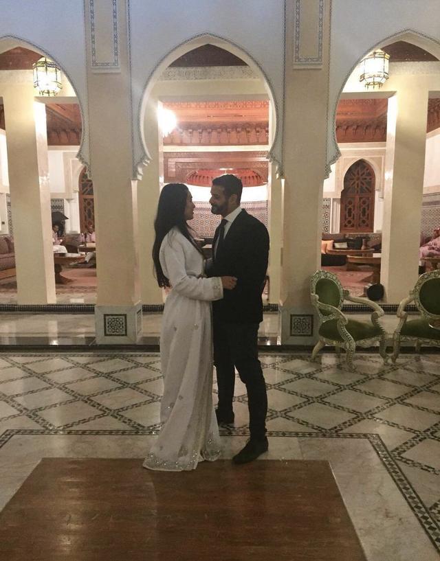 郑佩佩晒女儿被求婚视频 原子惠与未婚夫热吻
