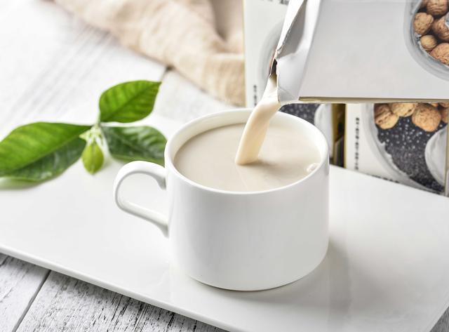 牛奶PK豆奶  哪个更适合你?