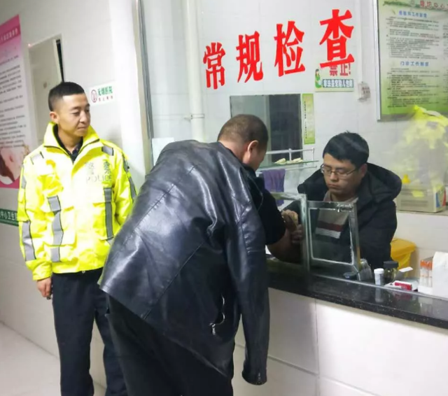 黄陵男子酒驾冲过设卡警车又撞上路边车辆被刑拘