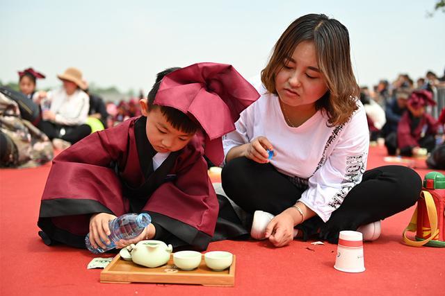 千名茶童习德奉茶 2019新城第三届国际茶文化旅游节活动举行