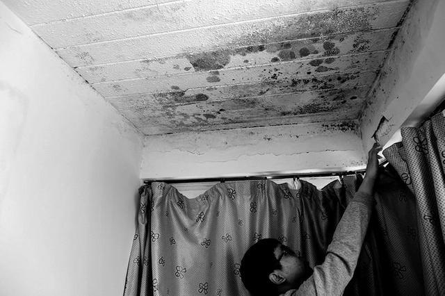新房入住半年就漏雨 业主租房住三年索赔遇难